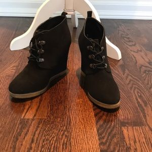 Steve Madden black suede lace up wedge bootie
